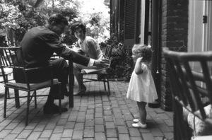 Jacqueline Kennedy, Caroline Kennedy and John F. Kennedy at Georgetown 1959 © 2000 Mark Shaw - Image 2554_0062