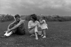 John F. Kennedy, Jacqueline Kennedy and Caroline Kennedy at Hyannis1959 © 2000 Mark Shaw - Image 2554_0063