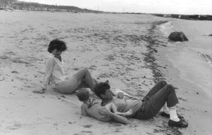 Jacqueline Kennedy, Caroline Kennedy and John F. Kennedy at Hyannis 1959 © 2000 Mark Shaw - Image 2554_0066