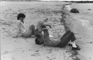 Jacqueline Kennedy, Caroline Kennedy and John F. Kennedy at Hyannis 1959 © 2000 Mark Shaw - Image 2554_0068