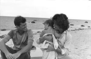 Jacqueline Kennedy, Caroline Kennedy and John F. Kennedy at Hyannis 1959 © 2000 Mark Shaw - Image 2554_0070