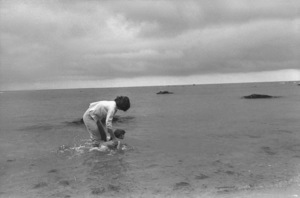 Jacqueline Kennedy and Caroline Kennedy at Hyannis 1959 © 2000 Mark Shaw - Image 2554_0071