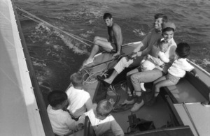John F. Kennedy, Jacqueline Kennedy, Ted Kennedy and Caroline Kennedy surrounded by cousins at Nantucket Sound 1959 © 2000 Mark Shaw - Image 2554_0074