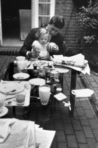 John F. Kennedy with daughter Caroline at Georgetown1959 © 2000 Mark Shaw  - Image 2554_0104