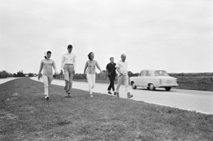 Secret Service agent Clint Hill with Jacqueline Kennedy, Charles (Chuck) Spalding, Lee Radziwill and Stash Radziwill during the fifty-mile hike along the Sunshine Parkway, from Palm Beach towards Miami, in February of 1963© 2011 Mark Shaw - Image 2554_0187