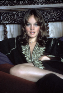 Pamela Sue Martin at home1974Photo by Bregman - Image 2656_0003