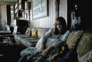 Pamela Sue Martin at home 1974Photo by Bregman - Image 2656_0005