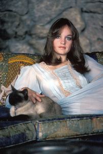 Pamela Sue Martin at home 1974Photo by Bregman - Image 2656_0007