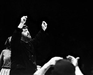 "Zero Mostel performing in ""Fiddler on the Roof"" at the Westbury Music Fair1971© 1978 Barry Kramer - Image 2725_0006"