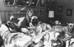 Valerie Perrine at home with her dogs1978 © 1978 Ulvis Alberts - Image 2808_0001