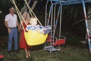 Loni Anderson, Burt Reynolds and son, Quinton1988 © 1988 Mario Casilli - Image 2868_0184