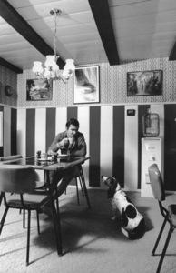 Burt Reynolds, with his dog Bertha, at his Sherman Oaks, CA home1970 © 1978 Gene Trindl - Image 2868_0205