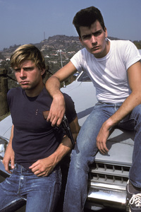 Charlie Sheen and Maxwell Caulfield1984 © 1984 Ulvis Alberts - Image 2939_0011