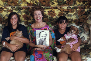 Jean Stapleton at home with her children Pamela and John1971© 1978 Gene Trindl - Image 2978_0005