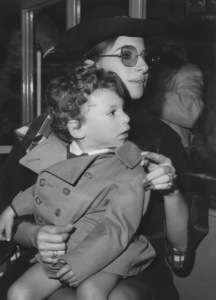 Barbra Streisand with son Jason (age 2)after arriving at Kennedy Airport1969 - Image 2995_0231