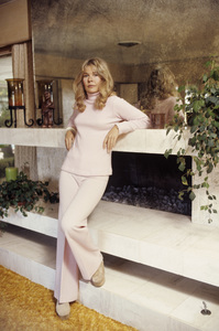 Loretta Swit at home1972© 1978 Gene Trindl - Image 3003_0002