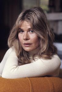Loretta Swit at home1972© 1978 Gene Trindl - Image 3003_0003