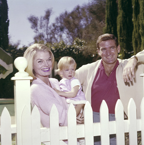 Rod Taylor with his wife Mary Beth Hilem and their daughter Feliciacirca 1965© 1978 Eric Skipsey - Image 3013_0110