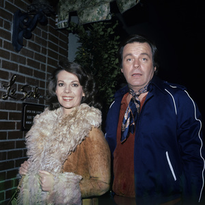 Robert Wagner with Natalie Wood in front of La Scala1980© 1980 Gary Lewis - Image 3064_0879