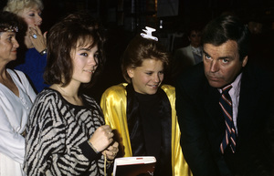 Robert Wagner with daughters Courtney and Natasha1986© 1986 Gary Lewis - Image 3064_0885