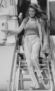 Raquel Welch arriving in Rome1970 - Image 3084_0107