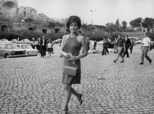 Raquel Welch in Rome1966 - Image 3084_0113
