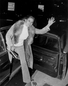Raquel Welch in London1971 - Image 3084_0118