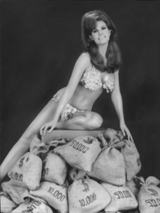 """Raquel Welch""""The Biggest Bundle OfAll Of Them"""" 1966 MGM - Image 3084_0143"""