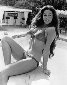 Edy Williams relaxes at the pool at her Hollywood Hills home1972 - Image 3105_0016