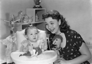 Jane Withers and her daughter, Wendy Leigh Mosscirca 1948© 1978 Sid Avery - Image 3116_0003