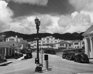 Sunset Boulevard at Sunset Plaza Drive1938© John Swope Trust - Image 3250_0092