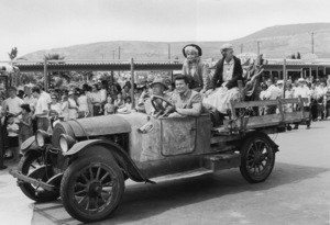 "Cast of ""The Beverly Hillbillies""At MarinelandBuddy Ebsen,Max Baer Jr., Donna Douglas, Irene Ryan1964 © 1978 Kim Maydole Lynch - Image 3265_0112"