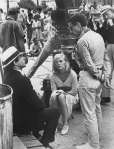 """""""Bonnie and Clyde""""Director Arthur Penn discusses a scene with Faye Dunaway and Warren Beatty1967 Warner Bros. - Image 3314_0005"""