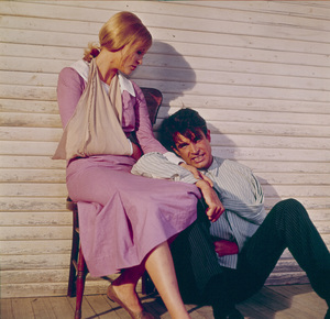 """Bonnie and Clyde""Faye Dunaway and Warren Beatty1967 Warner Bros. © 1978 David Sutton - Image 3314_0157"