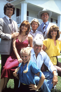 """Dallas"" Patrick Duffy, Victoria Principal, Barbara Bel Geddes, Larry Hagman, Linda Gray, Jim Davis, Charlene Tilton 1978  ** E.T.C. - Image 3379_0076"