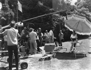 """""""Dead Ringer""""Bette Davis, Peter Lawford, Paul Henried and crew Warner Bros. 1964** I.V. - Image 3387_0101"""