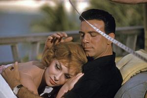 """Go Naked in the World""Gina Lollobrigida and Anthony (Tony) Franciosa on location in Acapulco, Mexico1959 © 1978 Sid Avery - Image 3454_0055"