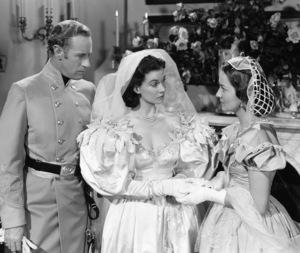 """""""Gone with the Wind""""Leslie Howard, Vivien Leigh, Olivia de Havilland1939 Selznick**I.V. - Image 3457_0275"""