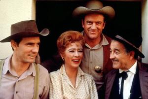 """Gunsmoke""Dennis Weaver, Amanda Blake,James Arness, Milburn StoneC. 1961 CBS © 1978 Gene TrindlMPTV - Image 3470_0021"