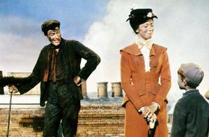 """Mary Poppins""Dick Van Dyke, Julie Andrews1964 Disney**I.V. - Image 3581_0025"