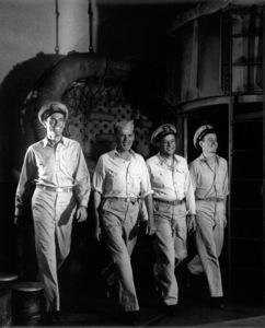 "Henry Fonda with three marching menFilm Set""Mister Roberts"" (1948)Copyright John Swope Trust / MPTV - Image 3595_0111"