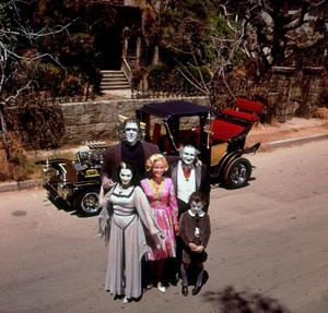 """Munsters, The"" Fred Gwynne, Yvonne De Carlo, Beverly Owen, Al Lewis, Butch Patrick 1964 © 1978 Gene Howard MPTV - Image 3600_0068"