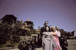"""""""The Munsters""""Fred Gwynne, Yvonne De Carlo, Beverley Owen, Al Lewis, Butch Patrick1964 © 1978 Gene Howard - Image 3600_0091"""