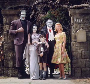 """The Munsters"" Fred Gwynne,Yvonne De Carlo,Butch Patrick,Al Lewis,Pat Priest 1964 CBS **I.V. - Image 3600_0168"