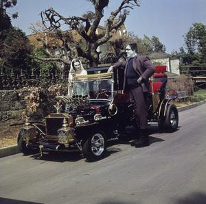 """The Munsters"" Fred Gwynne, Yvonne De Carlo 1964 CBS **I.V. - Image 3600_0174"