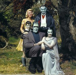"""The Munsters""Pat Priest, Al Lewis, Butch Patrick, Fred Gwynne, Yvonne De Carlocirca 1965** I.V. - Image 3600_0237"