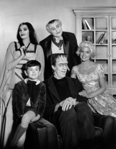 """""""The Munsters""""Yvonne De Carlo, Al Lewis, Butch Patrick, Fred Gwynne, Beverley Owencirca 1964** Part of the Kevin Burns Collection - Image 3600_0281"""