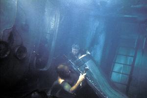 """The Poseidon Adventure""Shelley Winters, Gene Hackman © 1972 20th Century FoxPhoto by Bud Gray - Image 3662_0001"