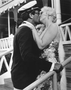 """Some Like It Hot"" Tony Curtis, Marilyn Monroe © 1959 UA / **R.C. - Image 3733_0028"