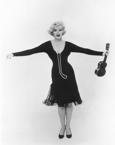 """Some Like It Hot""Marilyn Monroe © 1959 UA / **R.C. - Image 3733_0029"
